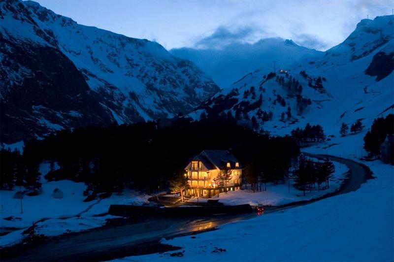 Отели и гостиницы на поляне Чегет в Приэльбрусье