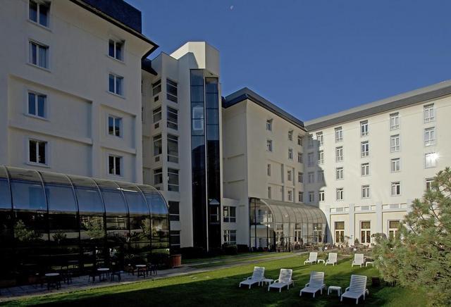 Отель Mercure Brides Les Bains Grand Hotel des Thermes, Франция