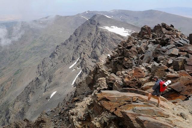 Горы ивершины Сьерра Невада. пик Муласен
