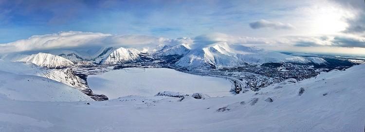 Горы Хибины и поселок Кукисвумчорр