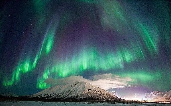 Северное сияние на горнолыжном курорте Кукисвумчорр, горы Хибины