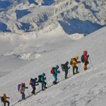 Снаряжение для безопасности в горах: противолавинные рюкзаки, лавинные биперы, лопаты и прочее
