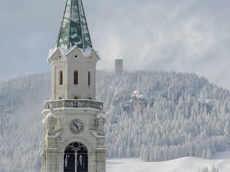церковь Филиппа и Иакова на горнолыжном курорта Кортина д'Ампеццо